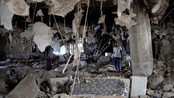 Yemen bombardamenti aden