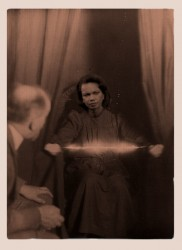 Ectoplasm Phénomène of materialization with Condoleezza Rice; 2013; K. Ramishvili - fonte www.officiellartfair.com