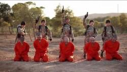 isis-video-mostra-5-bambini-che-uccidono-5-prigionieri_841917