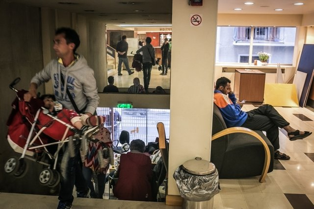 migranti hotel 4 stelle